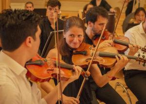 Die Streichergruppe der Neuen Philharmonie