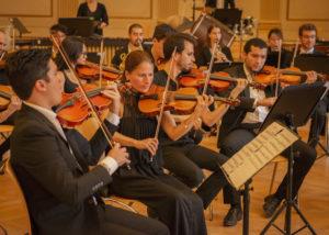 Neue Philharmonie bei den Proben
