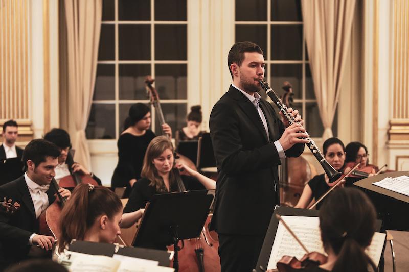 Die Neue Philharmonie mit dem Klarinettisten Ruben Staub beim Finale der 5. Stadt.Land.Klassik!-Tour.